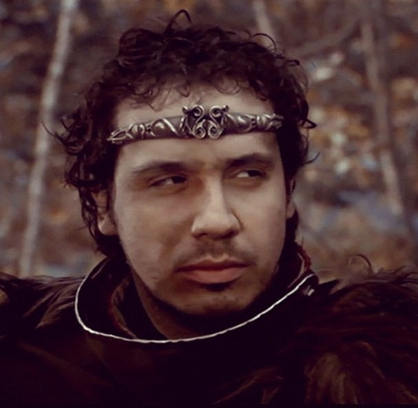 http://laconfidentialdotme.files.wordpress.com/2013/06/alexandre-astier-kaamelott-louisa-amara-photo-22.jpg